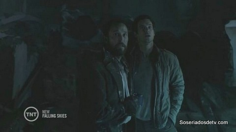Falling Skies: A Thing With Feathers s04e08 4x8 hall tom moon