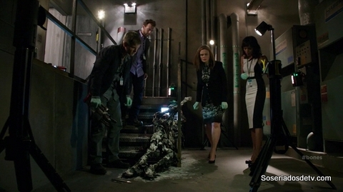 Bones: The Corpse at the Convention (10x05)
