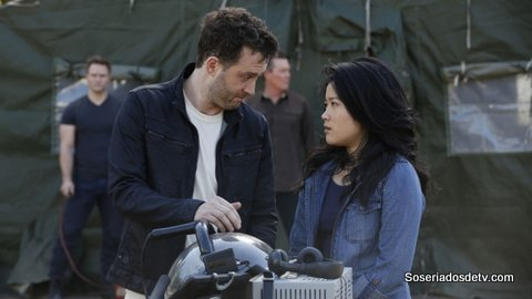 Scorpion Twist And Shout 2x21 s02e21 Toby Happy